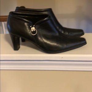 New Liz Claiborne booties worn once size 7 mint